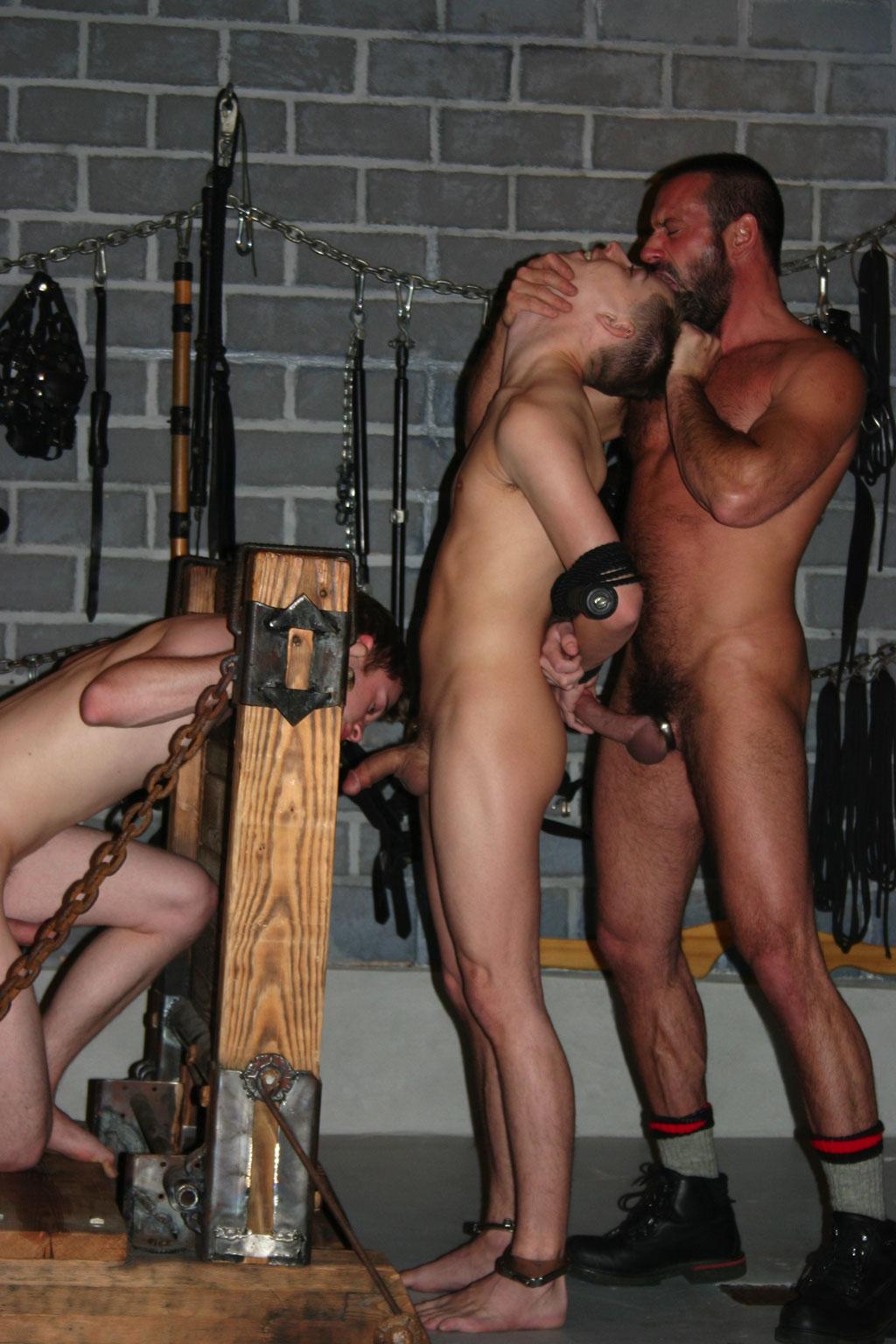 Bondage orgie